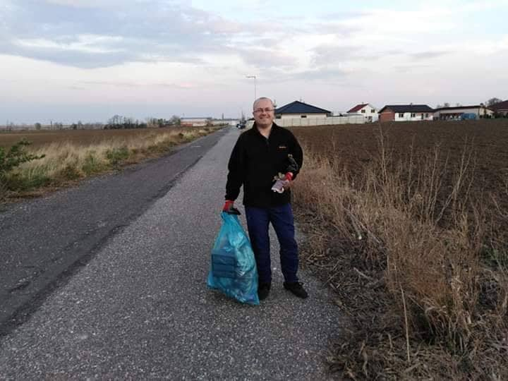 Deň Zeme, plné vrecia odpadkov